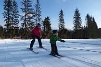 Na Vysoké postavili krátký vlek pro děti a pořádají školičku lyžování, kterou vede instruktor David Pertlíček.