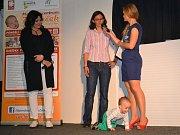 Charitativní jarní bazárek pro Danečka odstartoval v pondělí za účasti patronky Ilony Csákové.