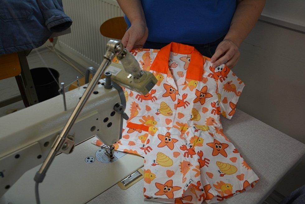 Vězeňkyně ze Světlé ušily pyžamka pro děti z dětských domovů.