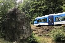 Čertův kámen lze zahlédnout z oken posázavského pacifiku 2