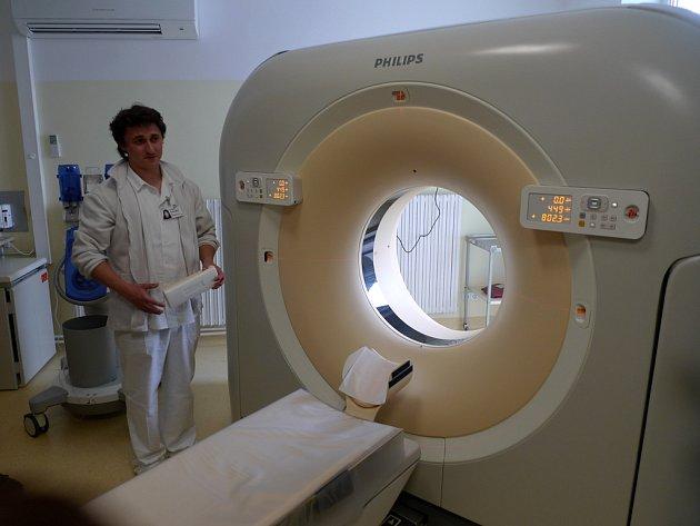 Nový přístroj patří k nejmodernějším CT systémům. Přináší pacientům i nemocnici mnoho výhod.