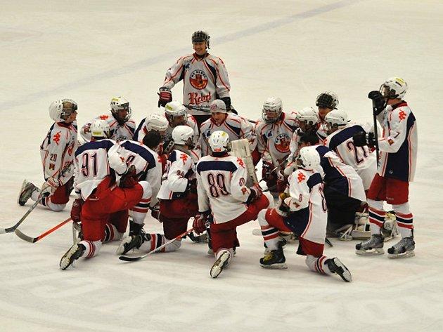 Radosti si v posledních dnech užívají hokejoví starší dorostenci HC Rebel, kteří jsou už jednou nohou v extralize.
