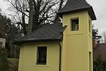 Zcela zvláštní původ má kaplička v Žebrákově, příměstské části Světlé nad Sázavou. V roce 1947 ji postavil zdejší mlynář František Weingart jako poděkování Bohu za to, že se nikomu z rodiny během druhé světové války nic nestalo.