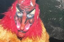 Vyrobit co nejstrašidelnější masku a pobavit děti je každoročně pro organizátory Mikulášských akcí velkou výzvou, fantazii se meze nekladou.