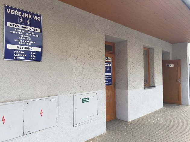 Nejdostupnější brodské veřejné toalety jsou V Rámech.