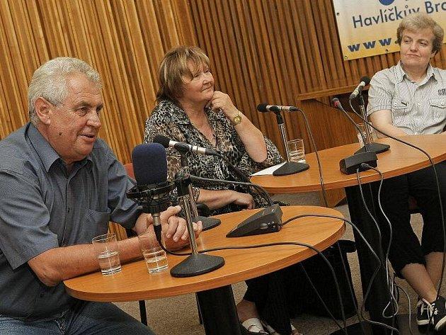 Spolu s Milošem Zemanem před více než stovkou posluchačů diskutovaly ovkusu, či nevkusu  českých novinářů investigativní novinářka Jana Lorencová a předsedkyně Úřadu pro jadernou bezpečnost Dana Drábová.