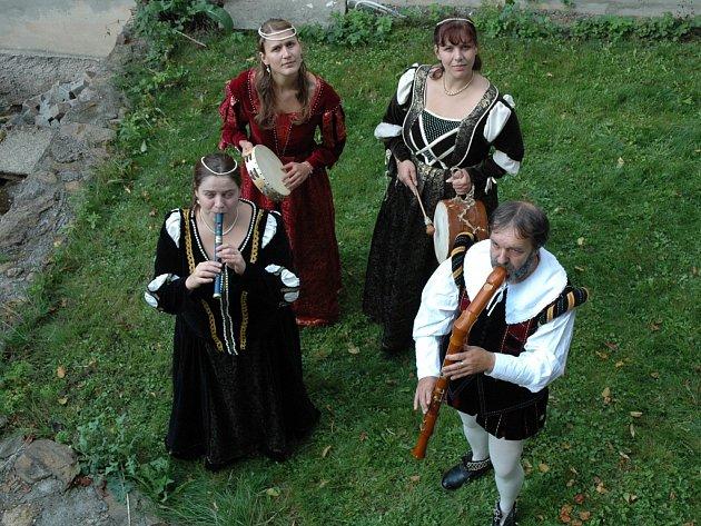 Přibyslavský soubor La Via, který často vystupuje i ve stylových historických kostýmech, založil v roce 1994 muzikant Pavel Linka. Soubor koncertoval na mnoha místech České republiky, jeho hudbu obdivovali rovněž posluchači v Nizozemsku.