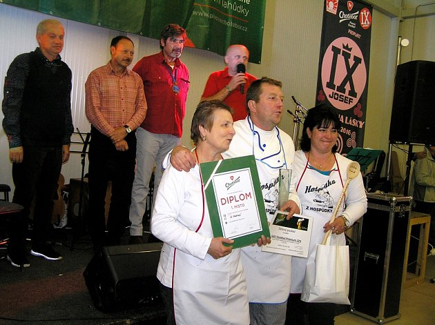 Odborná i laická porota rozhodla, že nejlepší guláš se vaří v Chotěboři U Nádraží.