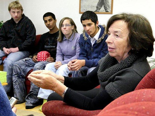 Obyvatelé a pracovníci Dětského domova v Nové Vsi u Chotěboře na Havlíčkobrodsku ve středu přivítali vzácnou návštěvu. Dorazila tam  manželka prezidenta České republiky Livia Klausová.