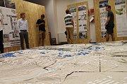 Součástí výstavy je i obří 3D model města.