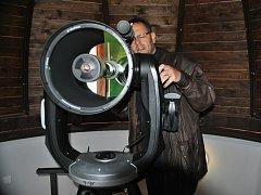 Supermoderní dalekohled značky Celestron.