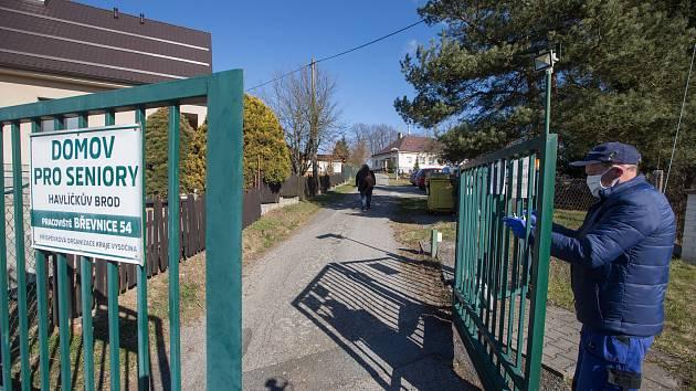 V havlíčkobrodské nemocnici zemřel v sobotu druhý klient z domova pro seniory v Břevnici na Havlíčkobrodsku.