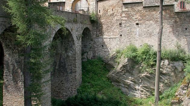 Most Ledečského hradu. Ilustrační foto.