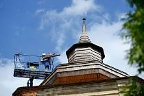Střechy na Lipnici procházejí údržbou.