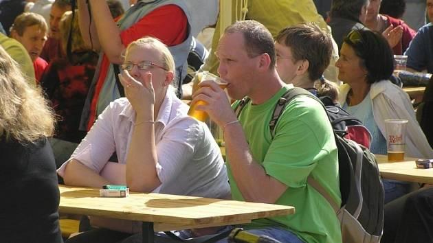 Slavilo se. Ochutnat pivo právě tam, kde se vaří, přišly na nádvoří pivovaru tisíce návštěvníků.