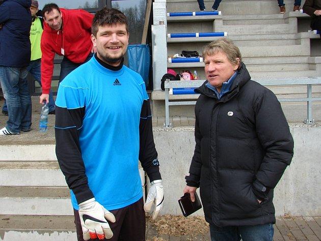 Konec ohlásil asistent trenéra Miloslava Kafky (vpravo) brankář Jindřich Adamec. Světelský golman se chce věnovat už pouze a jen chytání. Stejně jako jeho kouče mrzí přístup některých hráčů.