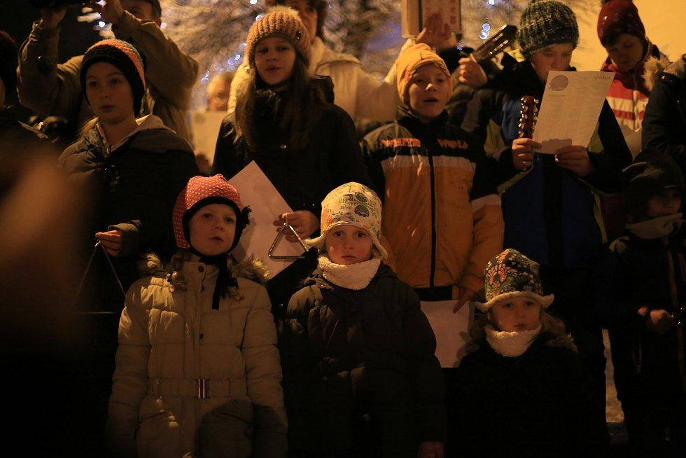 Ve středu 12. prosince se koledy nesly také Světlou nad Sázavou.