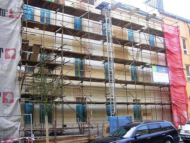 Výrazné proměny se dočká část fasády staré budovy gymnázia v Havlíčkově Brodě.