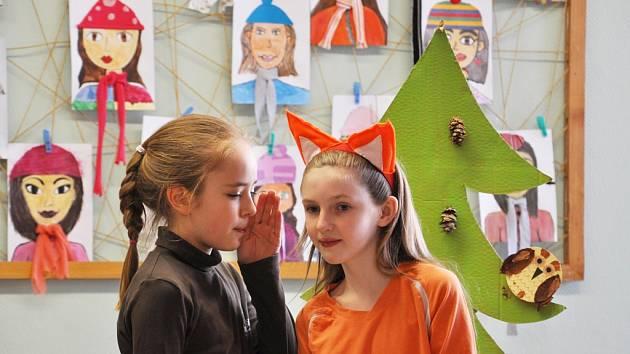 Žáci Základní školy Konečná v Havlíčkově Brodě si koncem minulého týdne pro rodiče připravili divadelní představení Koblížek na vandru.