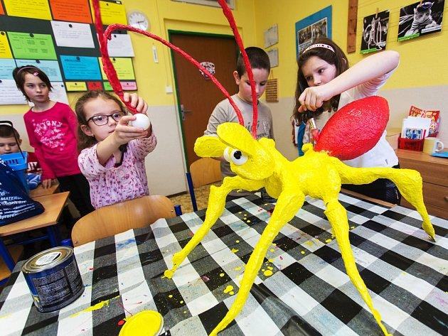 Jednou ze škol, kde žáci mravence dotvářeli společně s učitelkou Martinou Beranovou, byla i ZŠ Konečná v Havlíčkově Brodě.