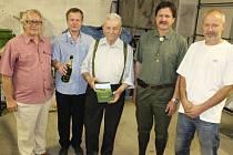 Autor knihy František Janáček (uprostřed) se svými spolupracovníky.