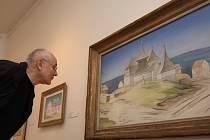 Švýcar Théo Lukac si v Bratislavě prohlíží obraz Jana Zrzavého. Když si v internovém vydání Deníku přečetl, že jsme napsali o jeho cestě za nejslavnějším malířem Vysočiny, poslal z Basileje pytlík vyhlášených perníků Basler Läckerli.
