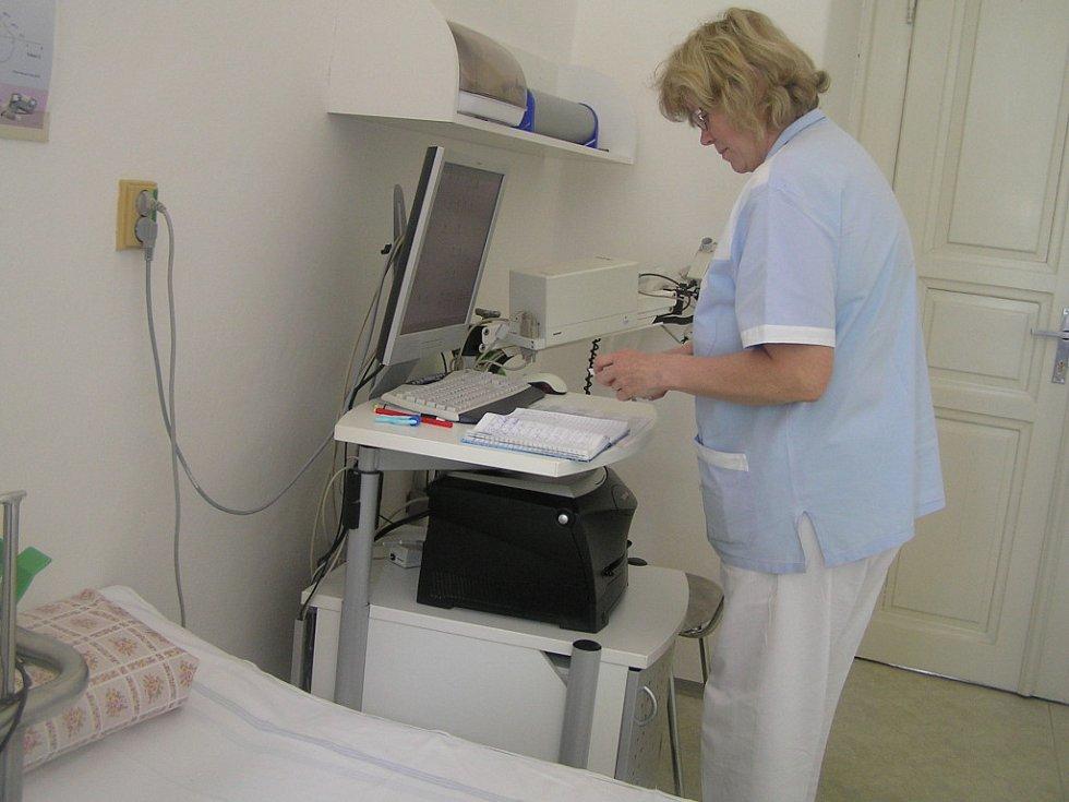 Pacientům stačilo jen dýchnout do speciálního náústku, ostatní vyhodnotil počítač.