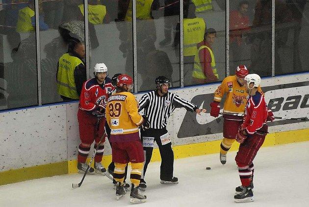 Z hokejového utkání Havl. Brod - Jihlava.
