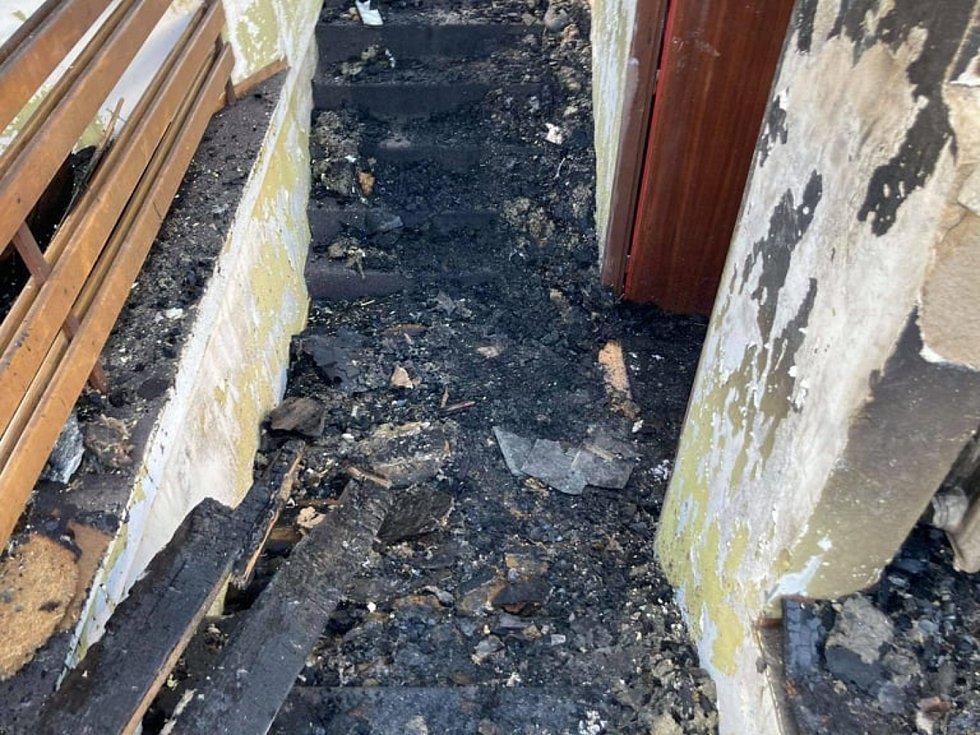 Následky požáru Šupichovy vily.