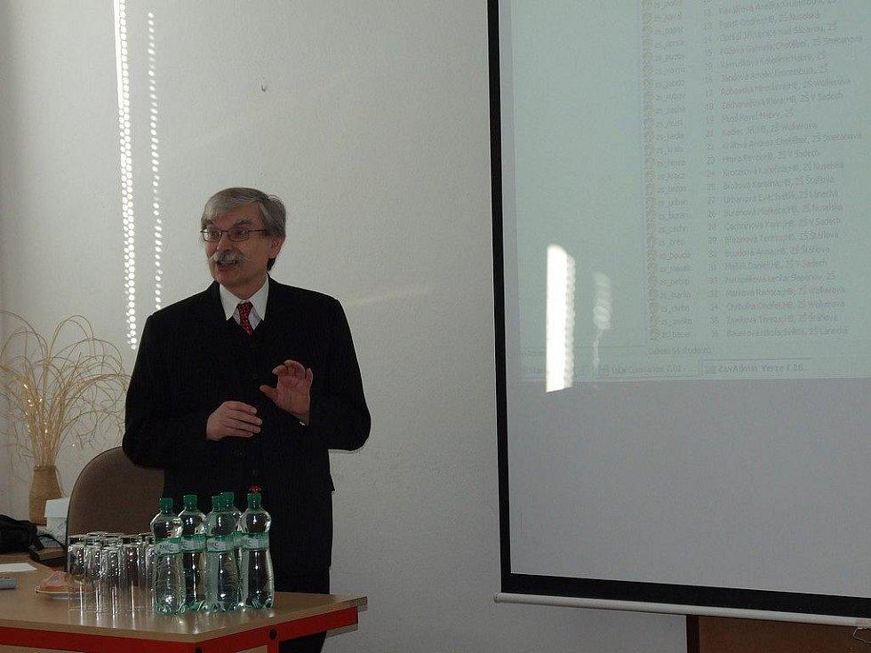 Soutěž v psaní všemi deseti Talentovka 2010 na obchodní akademii a hotelové škole v Havlíčkově Brodě přijel podpořit i autor programu Zav Jaroslav Zaviačič.