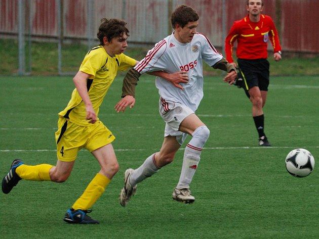 Střelcem je ve starších žácích U15 David Němec (u míče), který dvěma góly proti Zlínu pomohl k remíze 4:4.