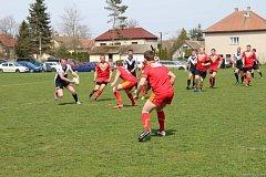 Těžký zápas. Ten sehráli na hřišti v Tisu brodští ragbisté proti RLC Dragons Krupka. Po boji vyhráli o čtyři body.