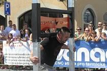 PŘEHLÍDKA SVALŮ Silácké výkony závodníků sklízely u publika bouřlivý potlesk.