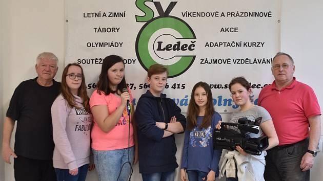 MLADÍ REPORTÉŘI. TV Barborka vznikla v roce 2016 a tvoří ji žáci místní základní školy.