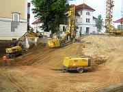 V těsné blízkosti Domova pro seniory Havlíčkův Brod Husova vládne čilý stavební ruch. Buduje se zde nový domov důchodců, který financuje Kraj Vysočina za podpory dotací z EU. Předpokládané investice činí asi 120 milionů korun