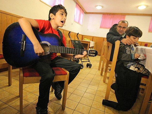 Do rekreačního střediska Okrouhlík u Jihlavy přijeli koncem ledna první křesťanští uprchlíci z Iráku, včetně několika dětí. Dlouho se však nezdrželi...