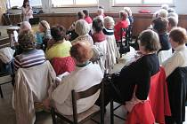 Jak je ze snímku vidět, Senior akademie v Chotěboři se těší poměrně značnému zájmu posluchačů.