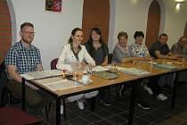 Volební komise okrsku č. 3 v Přibyslavi měla důvod k úsměvu. Voličů bylo dost.