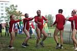 Podoubravský víceboj. Zlatým hřebem sportovního odpoledne byla spartakiáda v podání mužské části ansámblu chotěbořského divadla Schod.