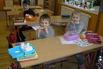 Podle ředitelky Věry Řípové nejsou dětem z Malče příběhy lidského bezpráví lhostejné.