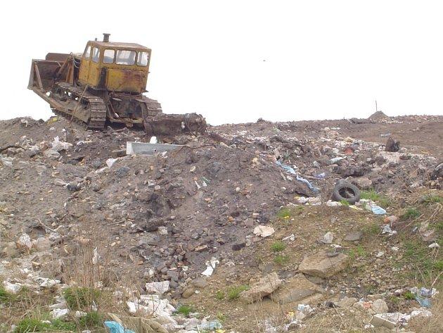 Méně odpadu si slibuje město Přibyslav od vybudování nové kompostárny a sběrného dvora  v Ronově nad Sázavou. Komunálního odpadu rok od roku přibývá, pomoci by měla například separace biologicky rozložitelného odpadu a jeho kompostování v krechtech.