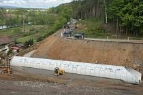 Výstavba obchvatu Chlístova je jednou ze staveb, kvůli které musí veškerá doprava po objížďce.