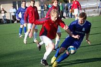Šlágrem nedělních fotbalových bojů bude nedělní Posázavské derby. Světlá (v tmavém) totiž hostí na svém trávníku tradičního rivala z  Ledče.