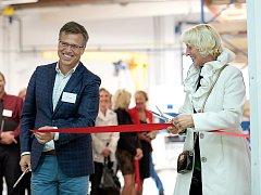 V průběhu dne otevřených dveří bylo za účasti poslankyně Parlamentu České republiky Jany Fischerové slavnostně otevřeno nové robotizované laserové svařovací centrum.