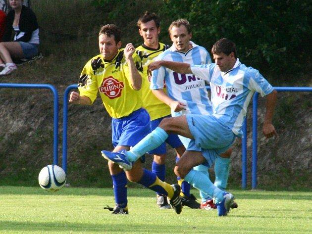 Podle kouče domácích Bohuslava Bureše rozhodl souboj dvou Herálců (v pruhovaném hráči žďárského Herálce Jiří Chyba a Jan Mládek) gól po sporném verdiktu rozhodčího.