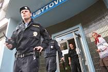 Kontrola. Za loňský rok vyrazili policisté z odboru cizinecké policie na Vysočině k celkem 25 016 pobytovým kontrolám, při kterých zkontrolovali 79 541 cizinců, ověřili 974 pozvání a zkontrolovali také 47 033 zavedených ubytovacích lístků.Ilustrační foto: