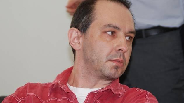 Vladimír Pejchal čeká na pravomocný rozsudek ve vazbě. V současné době je pokračování procesu v nedohlednu, protože obžalovaný nemá právního zástupce.