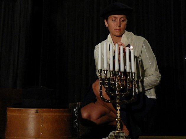 Plačící Janečková. Sugestivní představení předvedla v Chotěboře divadelní společnost Petrklíč.