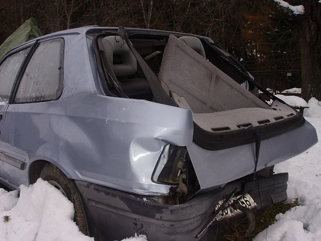 Auto lékaře ujelo z místa nehody. Takto dopadl Peugeot Viléma Valendy, do něhož narazil vůz lékaře Turinského.