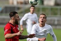 Ve Žďáře se v derby z výhry radoval domácí tým (v bílých dresech), na lídra z Polné tak ztrácí ze třetího místa v tabulce už jen dva body.